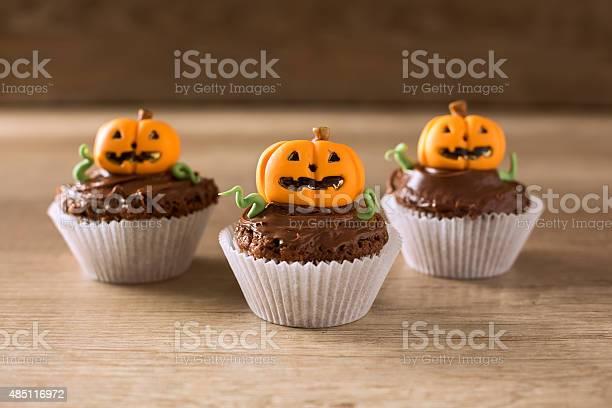 Homemade jack olantern pumpkin cupcakes picture id485116972?b=1&k=6&m=485116972&s=612x612&h=xadzebln6v69l1hvyrujx okulntmsy4wibvowz1afi=