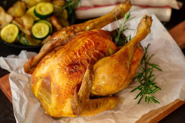 homemade juicy roast chicken with rosemary - girarrosto foto e immagini stock