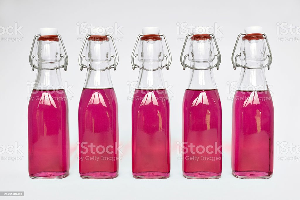 Homemade lavender syrup in glass bottles photo libre de droits