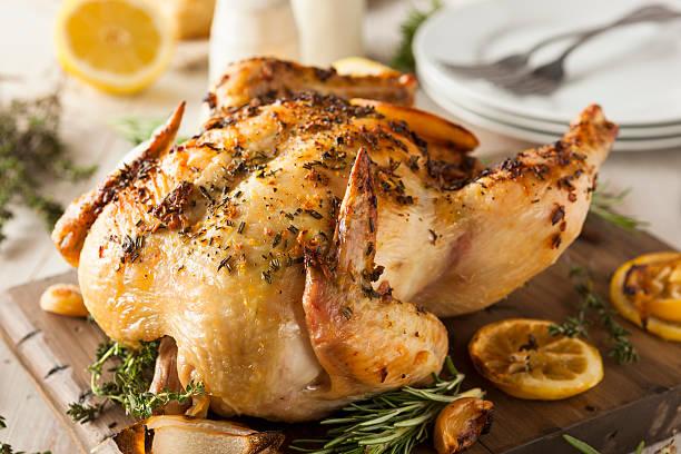 Caseras conjunto de pollo con hierbas y limón - foto de stock