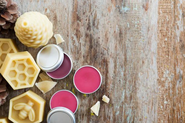 hausgemachte lippenbalsam - makeup selbst gemacht stock-fotos und bilder