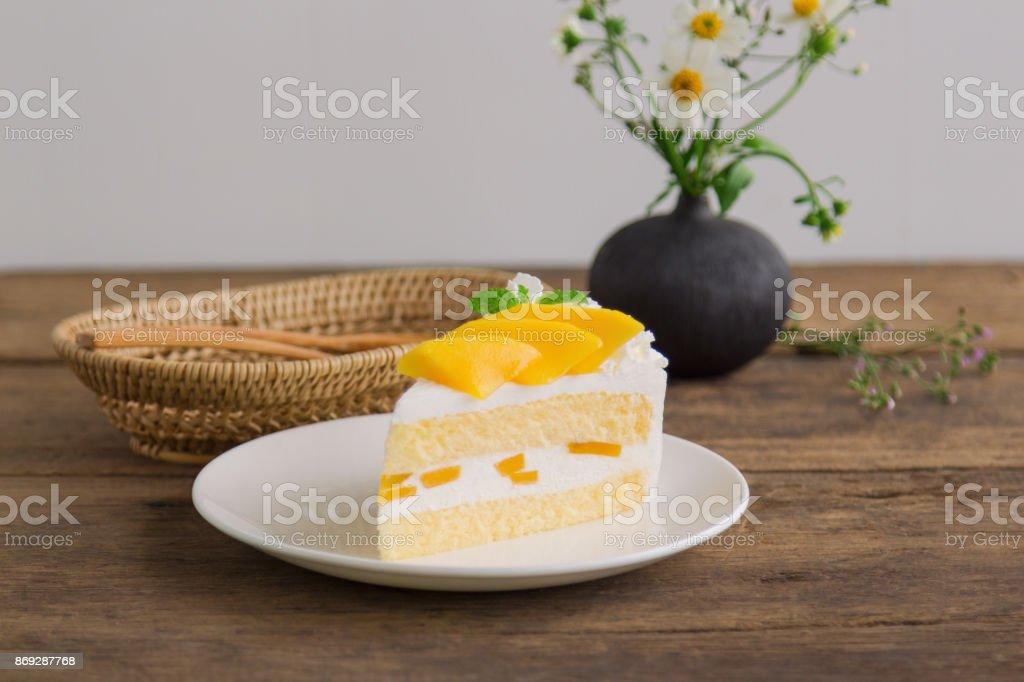 Hausgemachte Mangoerdbeer Biskuit Oder Weichen Kuchen Auf Weissen