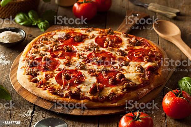 Homemade Meat Loves Pizza Stockfoto en meer beelden van 2015
