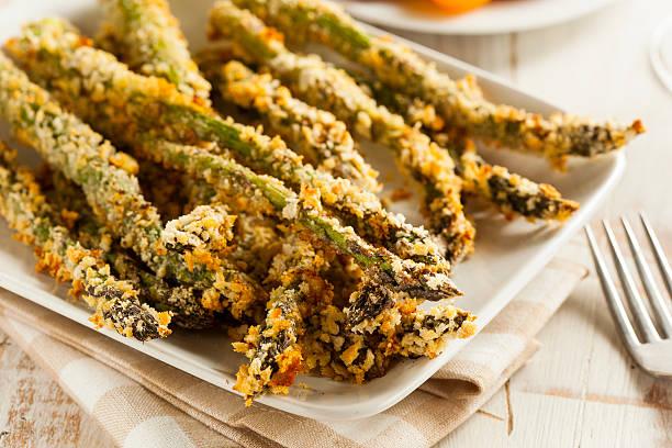 casa panko pangrattato asparagi - pangrattato preparazione degli alimenti foto e immagini stock