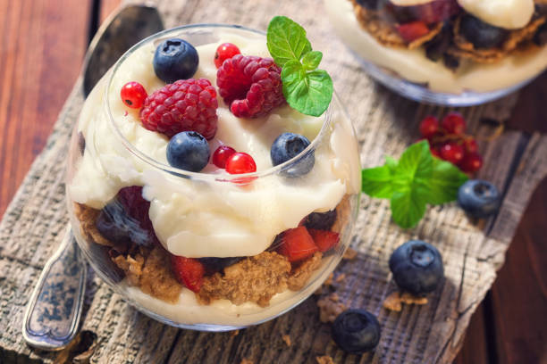 homemade parfait with berry fruit - mascarpone creme stock-fotos und bilder
