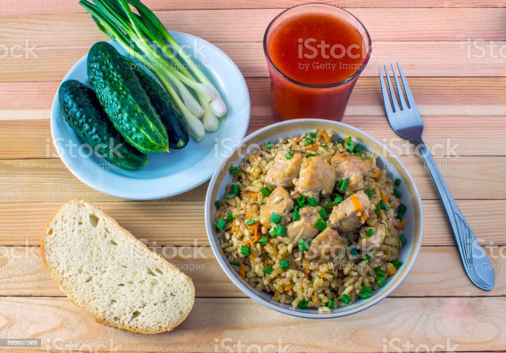 Homemade pilaf with cucumbers and onion greens with tomato juice and bread photo libre de droits