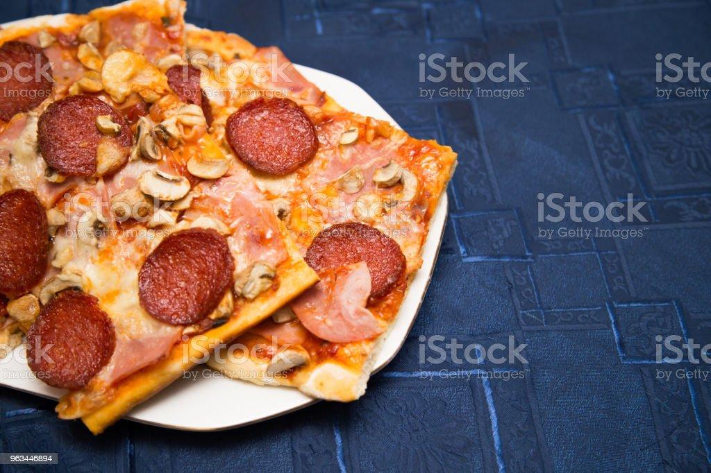 Des pizzas maison - Photo de Ail - Légume à bulbe libre de droits