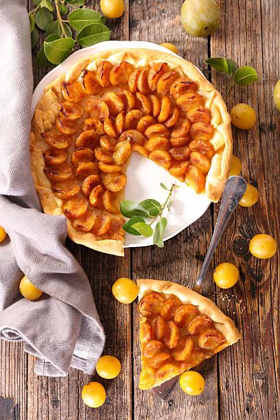 prune maison tarte - mirabelle photos et images de collection