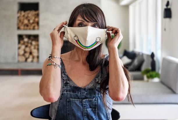 Ev yapımı koruyucu maskeler stok fotoğrafı
