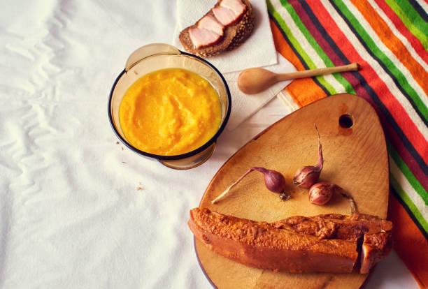 Sopa caseira de creme de abóbora e bacon - foto de acervo