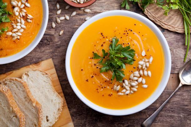 homemade pumpkin soup - sopa imagens e fotografias de stock