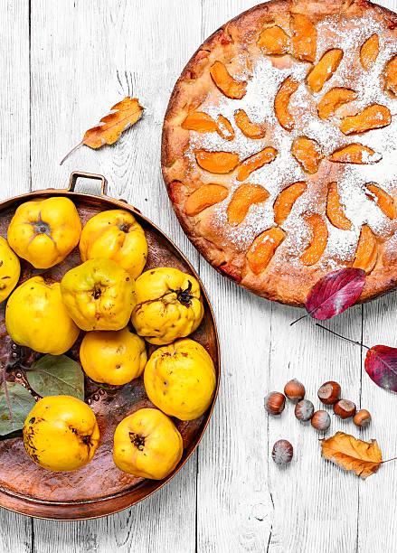 homemade quince pie - quittenkuchen stock-fotos und bilder