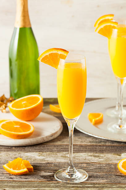 homemade refreshing orange mimosa cocktails - orangenlikör stock-fotos und bilder