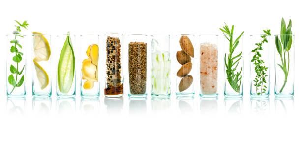 自製護膚用天然成份蘆薈、檸檬、黃瓜、喜馬拉雅鹽、薄荷、迷迭香、杏仁、黃瓜、姜和蜂蜜花粉等白色背景分離而成。 - 材料 個照片及圖片檔