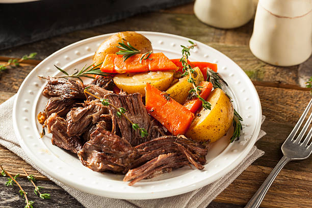 homemade slow cooker pot roast - gebraden vlees stockfoto's en -beelden