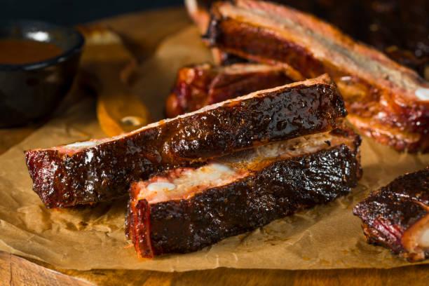 自製的煙熏的燒烤聖路易斯風格排骨 - st louis 個照片及圖片檔