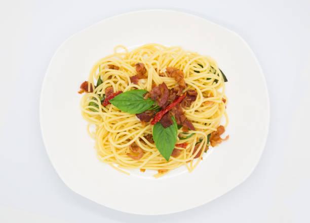 hausgemachte spaghetti-draufsicht - pasta cabonara stock-fotos und bilder