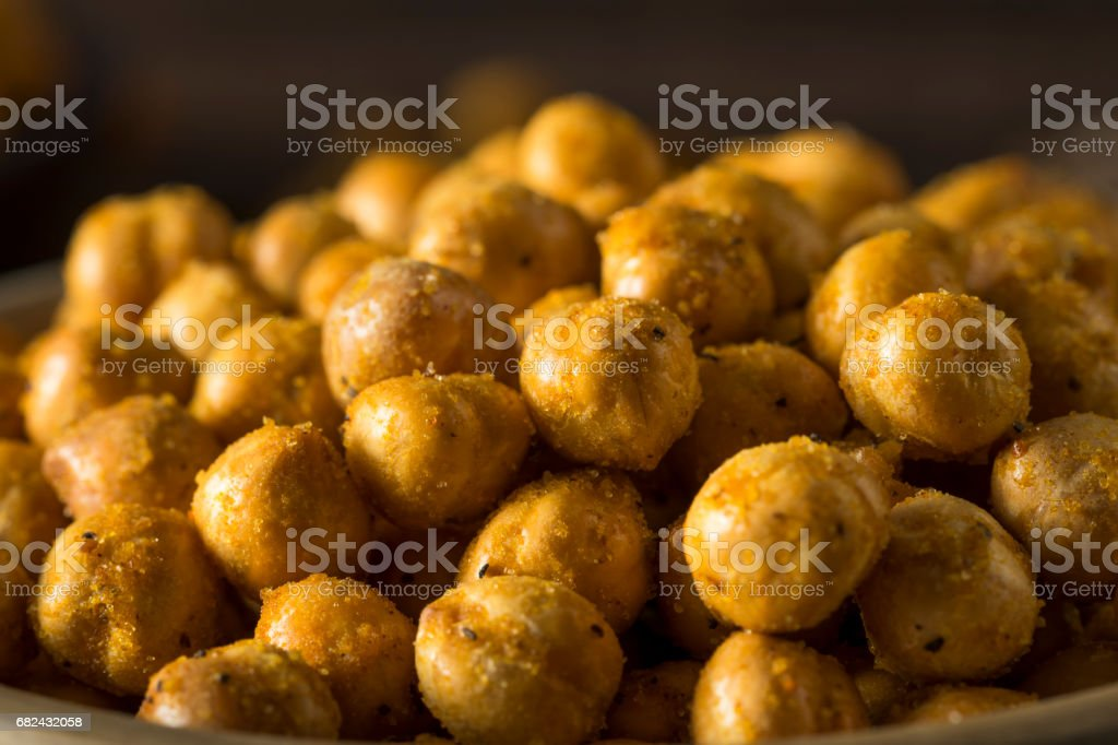 Homemade Spicy Salted Baked Chickpeas photo libre de droits