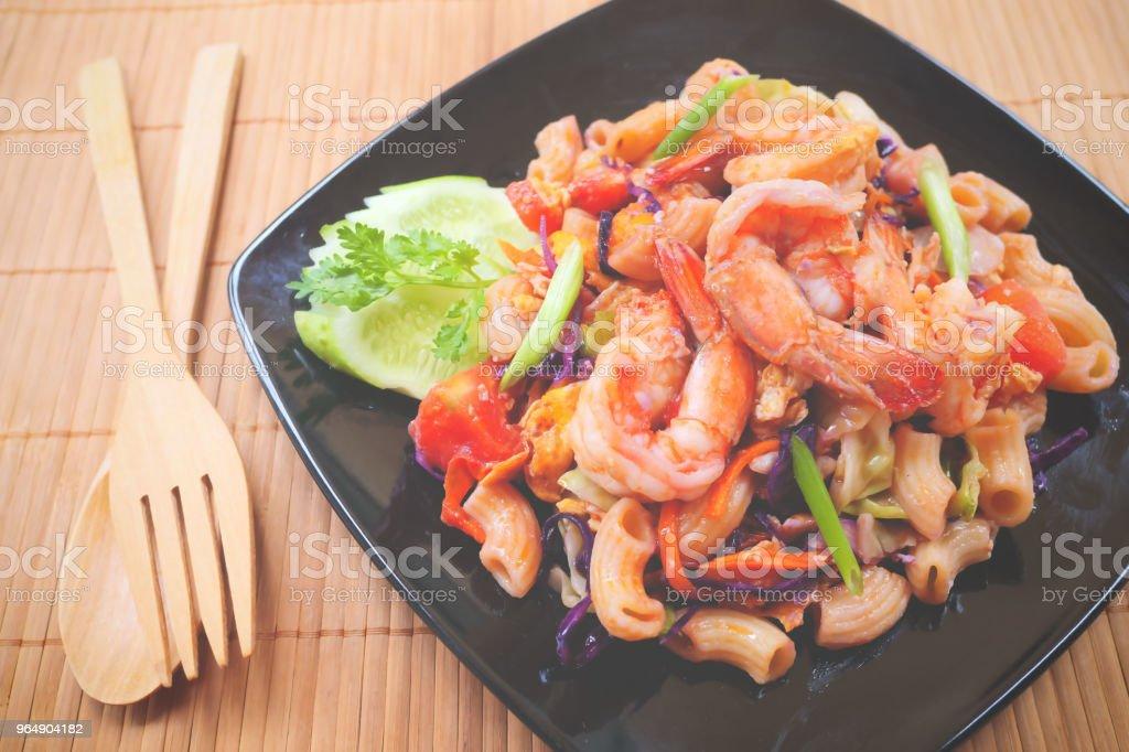 國產蝦炒通心粉 - 免版稅午餐圖庫照片