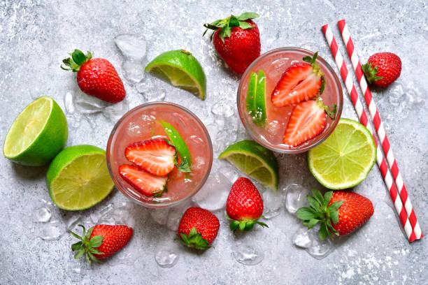 Hausgemachte Erdbeerlemonade mit Kalk – Foto