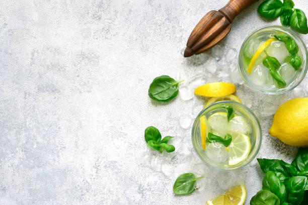 Hausgemachte Sommerbasilik-Lemonade – Foto