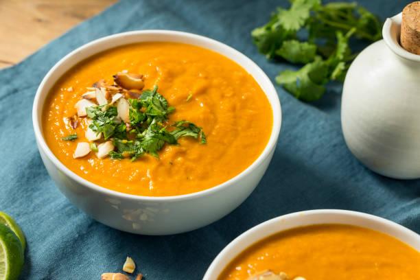 homemade thai sweet potato soup - sopa imagens e fotografias de stock