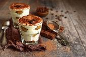 自家製の伝統的なイタリアのデザート ティラミス
