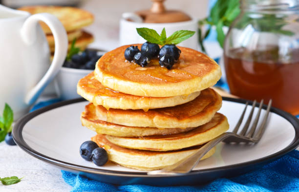 朝食ブルーベリー シロップと自家製バニラアイス punkcakes。おはようございます! - パンケーキ ストックフォトと画像