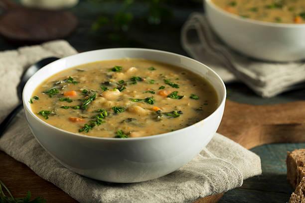 homemade white bean soup - sopa imagens e fotografias de stock