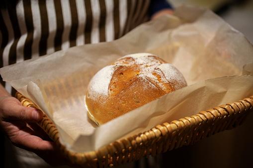 Zelfgemaakte Volkoren Brood Stockfoto en meer beelden van Alleen volwassenen