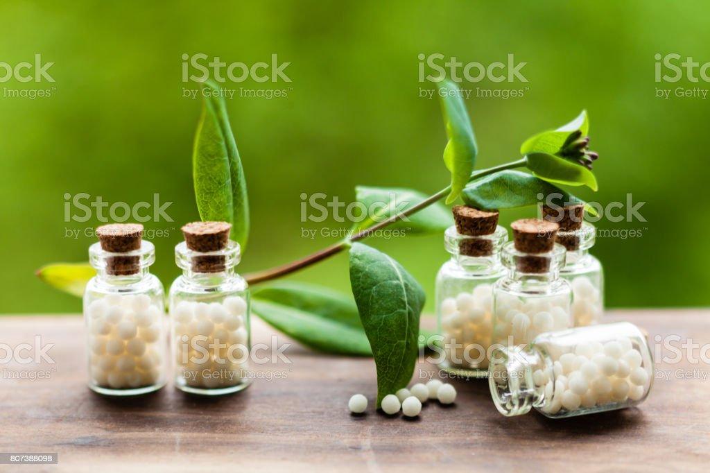 Homöopathie-Pillen in Vintage-Flaschen – Foto