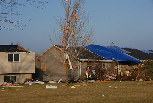 Häuser beschädigt nach dem Tornado – Foto