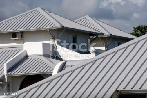 istock home's roof 90713143