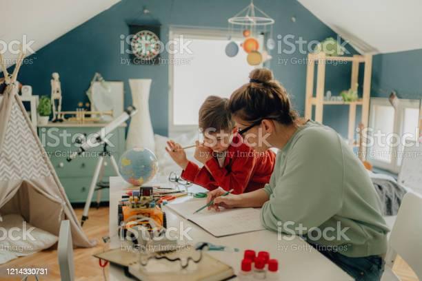 Homeschooling Foto de stock y más banco de imágenes de 30-39 años