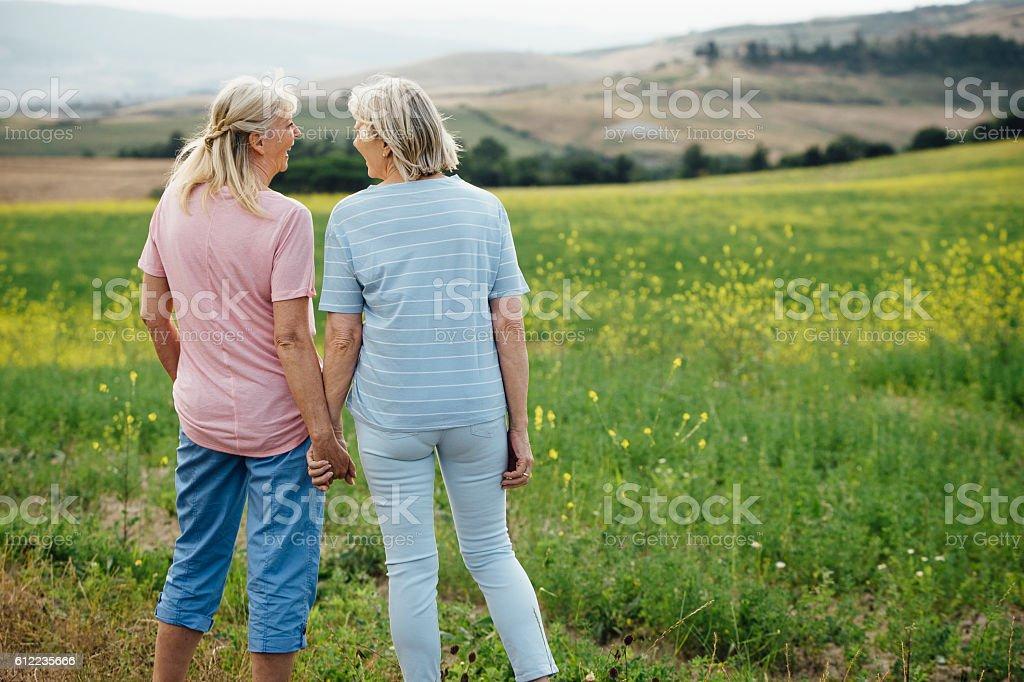 Homosexual Mature Women in Nature – Foto