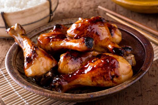꿀 마늘 치킨 - 양념에 재기 뉴스 사진 이미지