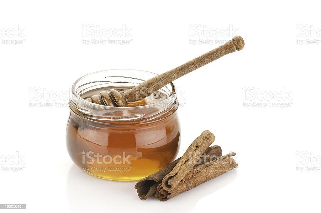 Honig Krug, hölzerne Dipper und Cinnamon Sticks – Foto