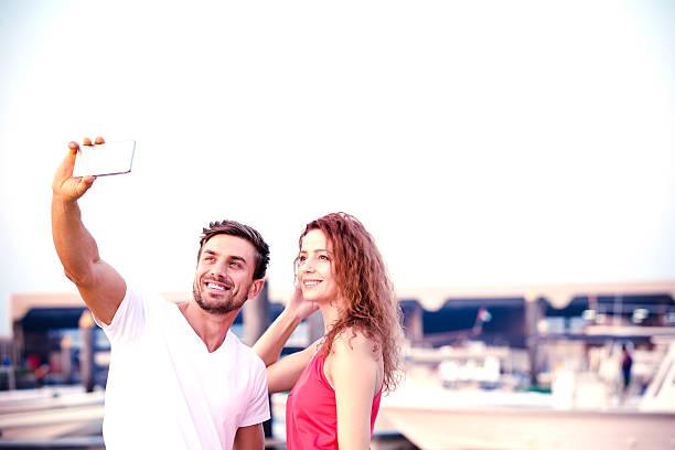 honey, lets have a selife together - hochzeitsreise dubai stock-fotos und bilder