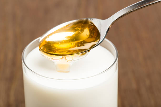 Honig-Milch auf braunem Hintergrund isoliert – Foto