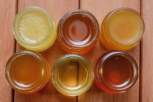honey verschiedenen substanzen - kastanienhonig stock-fotos und bilder