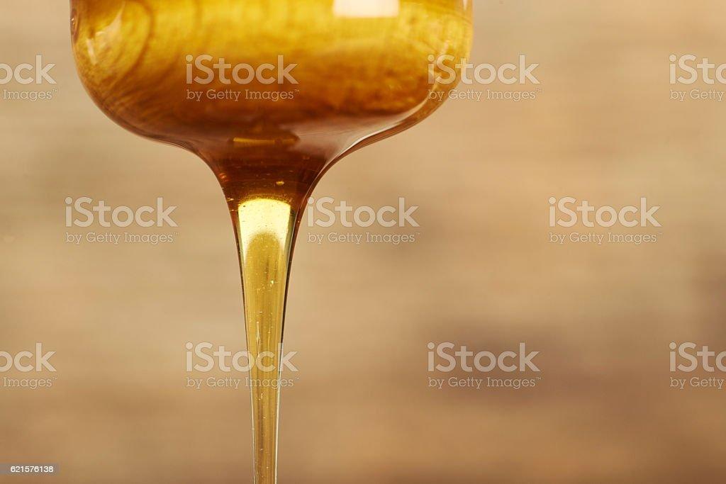 Honey on a dipper. photo libre de droits