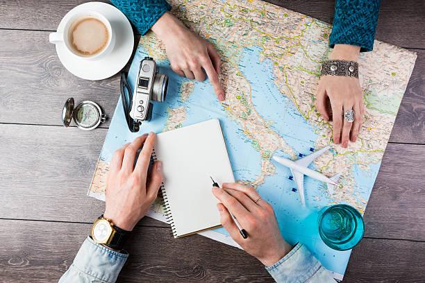 flitterwochen-reise-planung - reiseblogger stock-fotos und bilder