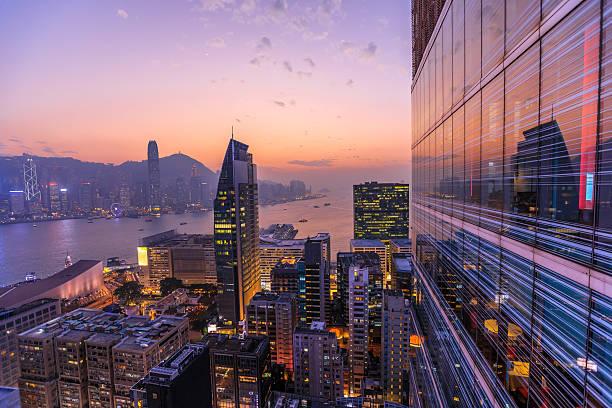 hong kong aerial by night - hong kong fotografías e imágenes de stock