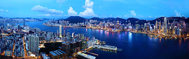 hong kong bei nacht - kowloon stock-fotos und bilder