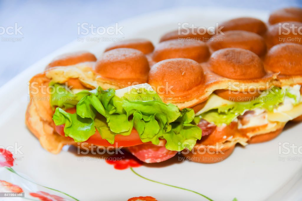 Hong Kong bubble waffle with salami cheese and tomato salad sandwich – zdjęcie