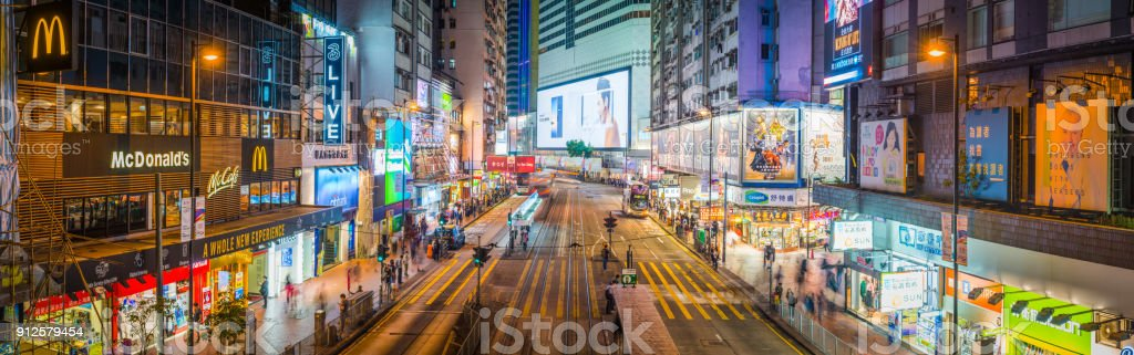 Hong Kong Causeway Bay anstrengenden shopping Straße Neon Nacht panorama – Foto