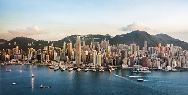 hong kong cityscape en un buen día (panorama xl - hong kong fotografías e imágenes de stock