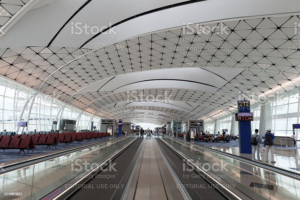 O Aeroporto Internacional de Hong Kong saguão no - foto de acervo