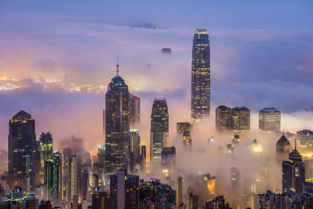 Hong Kong Himmel schaberüber über den Wolken – Foto