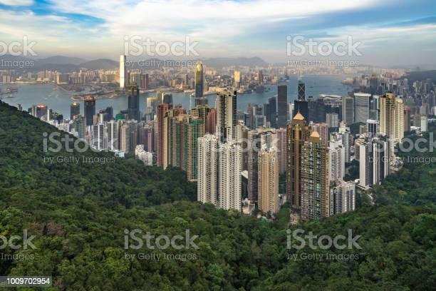 Hong kong skyline and victoria harbor seen from victoria peak at picture id1009702954?b=1&k=6&m=1009702954&s=612x612&h=cdk ghjywk61guto8wro3 grafnpum vblocodfhke0=